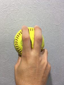 【ソフトボール】ウインドミル投法-ストレートの握り方-フォーシーム