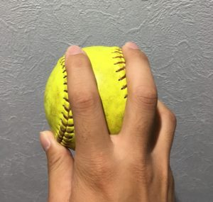 ソフトボールドロップの投げ方(上)