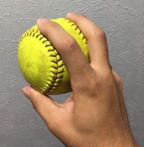 ソフトボールドロップの投げ方(斜め)