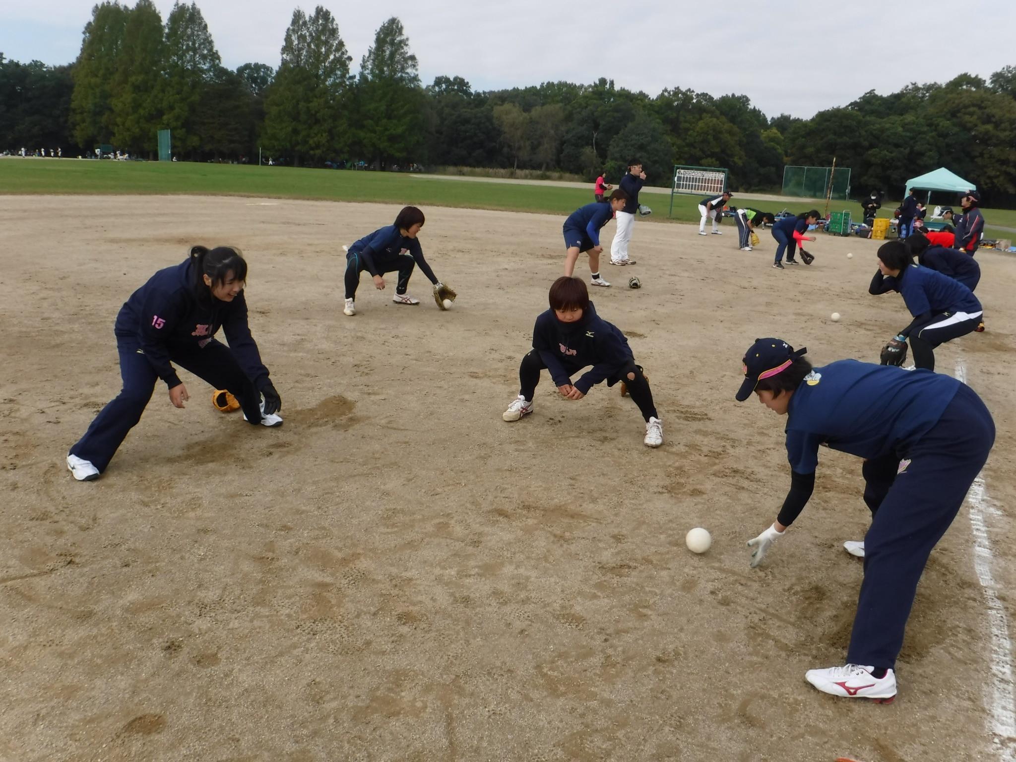 武蔵野プリティープリンセスソフトボールの練習風景