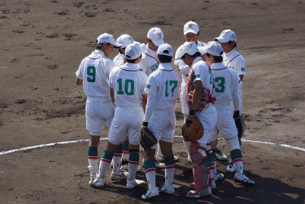 須磨ノ浦の選手がマウンドで集合している写真