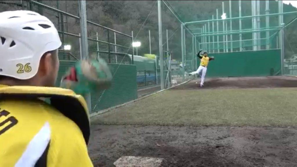 松田投手ストレートフィニッシュ